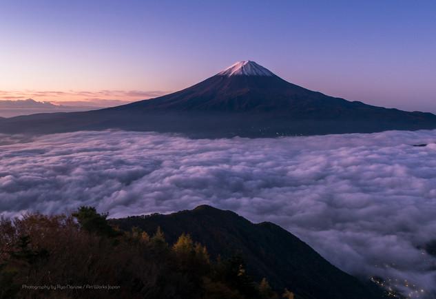 夜明けの富士山と雲海
