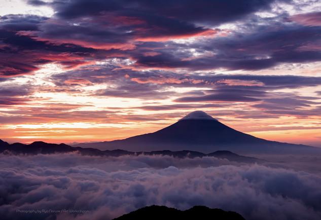 朝焼けの富士山と雲海2