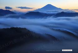 雲海の広がる早朝の富士山
