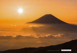 雲海に浮かぶ富士山と朝日2