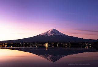 夜明けの富士山と逆さ富士 河口湖