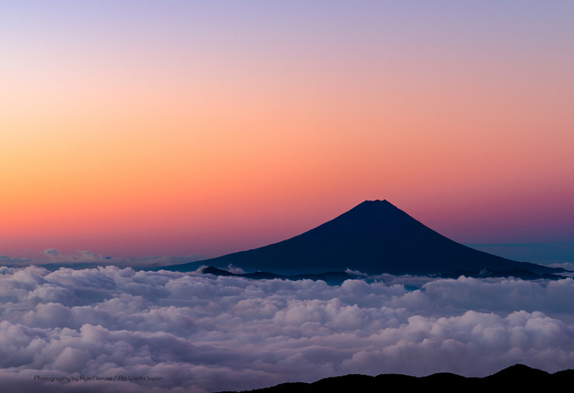 朝焼けの富士山と雲海
