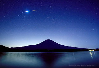 田貫湖畔の富士山と火球