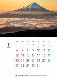 朝日を浴びる雲海と富士山
