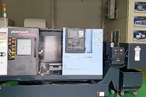 Doosan Lynx 220LMA CNC Lathe