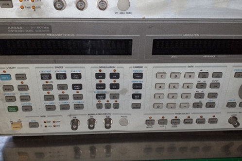 Agilent 8664A Synthisized Signal Generator