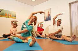 Senioren Yoga 3 Baden.jpg