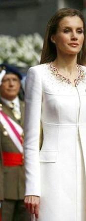 Letizia_vestido_coronación_Johan_Katt.jp