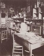 Eugène Atget, son cabinet de travail, 17 bis rue Campagne-Première, 14e arr., 1910 - BHVP, Paris | Le Musée Virtuel du Vin - The Virtual Wine Museum