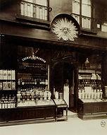 Eugène Atget, 5 place de l'Ecole, 1er arr., 1902 - Musée Carnavalet, Paris | Le Musée Virtuel du Vin - The Virtual Wine Museum