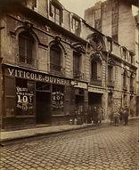 Eugène Atget, 57 rue de Charonne, 11e arr., 1905/06 - Musée Carnavalet, Paris | Le Musée Virtuel du Vin - The Virtual Wine Museum