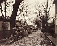 Eugène Atget, Entrepôts de Bercy (halle aux vins), cour Dessort, 12e arr. - Musée Carnavalet, Paris   Le Musée Virtuel du Vin - The Virtual Wine Museum