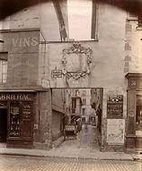 Eugène Atget, 38 rue des Francs-Bourgeois, 3e arr., 1899 - Musée Carnavalet, Paris | Le Musée Virtuel du Vin - The Virtual Wine Museum