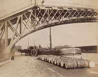 Eugène Atget, Bassin de la Villette, quai de la Loire, 19e arr., 1905/06 - MoMA, New York | Le Musée Virtuel du Vin - The Virtual Wine Museum