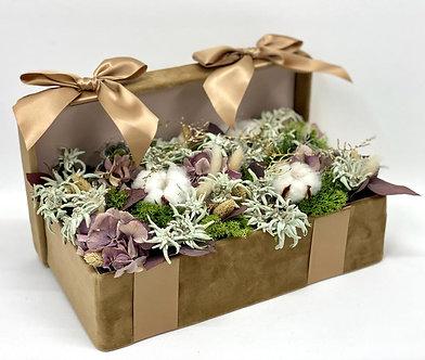 Geschenk Box mit präparierten Blumen