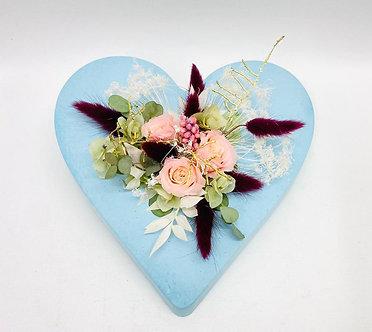 Herz mit präparierten Blumen