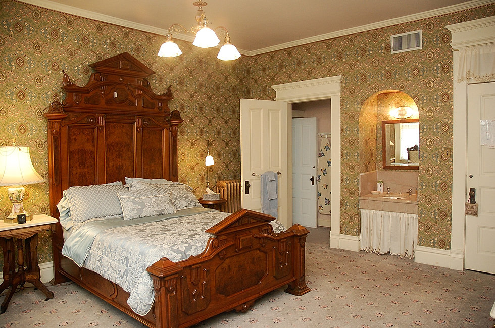 Clyde s Retreat Suite. Bed and Breakfast   Accommodations in Keokuk IA   The Grand Anne