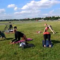 Yoga* Tempelhofer Feld