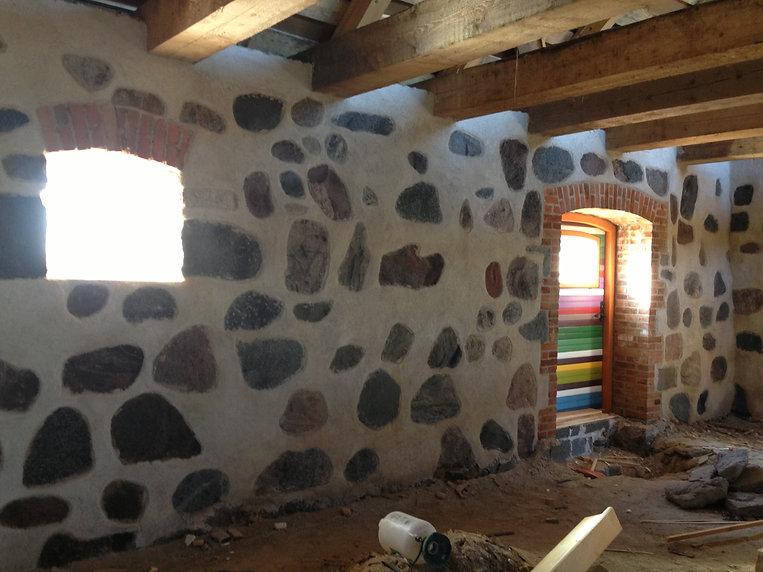 Maakivi hoone taastamine lubi vuukimine ladumine lubikrohv