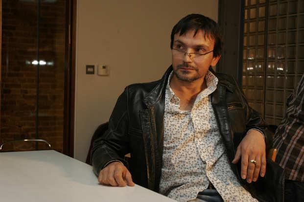 Anthony Styles as Simon
