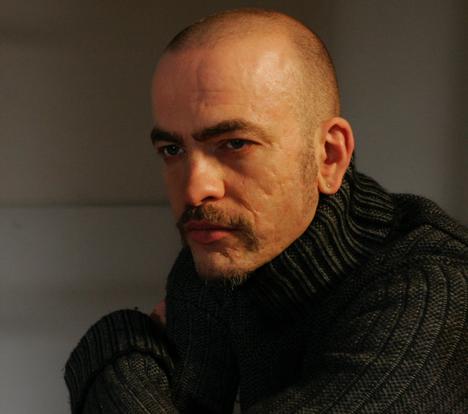 Thomas Thoroe as Deleon