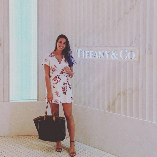 💕 Beautiful Shanna vacationing & shoppi