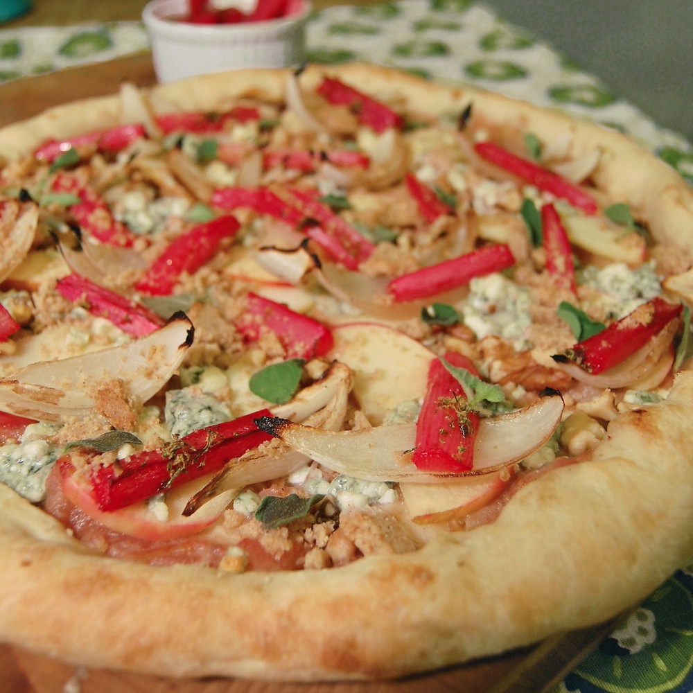 Rhubarb, apple & blue cheese pizza