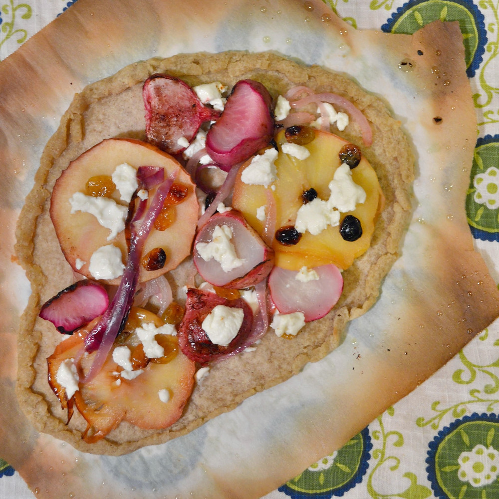 Baked apple ring & maple-cinnamon turnip pizza (Gluten free version)