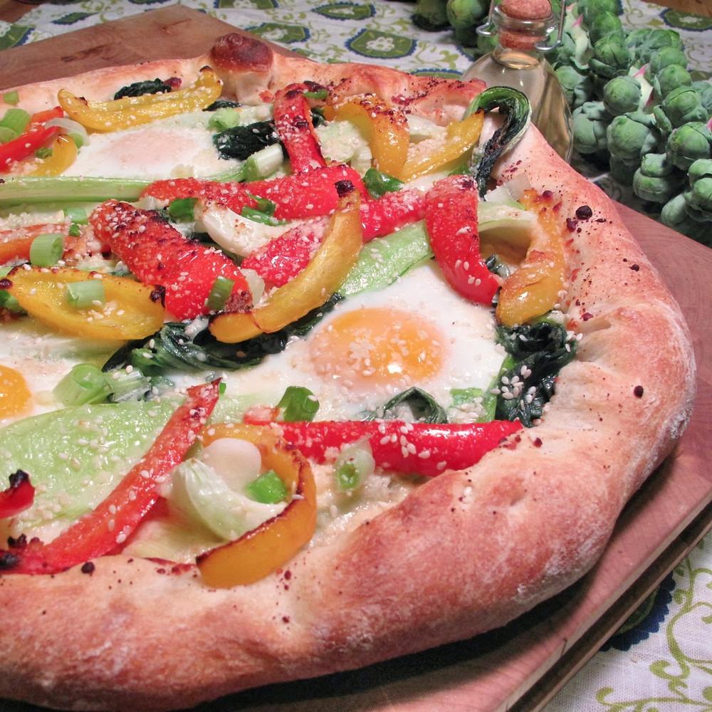 Bok choy, baked egg & bell pepper pizza