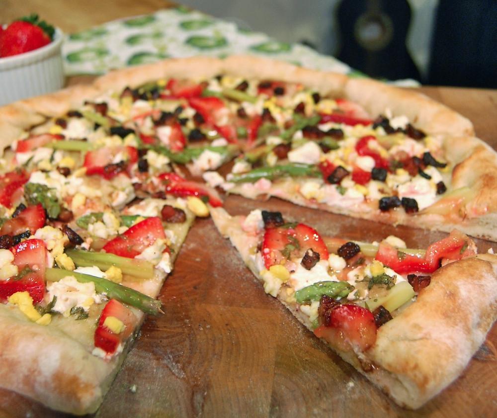 Asparagus, strawberry & pancetta pizza