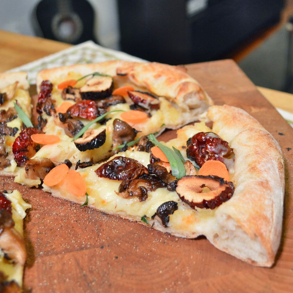 Oyster mushroom & jujube pizza