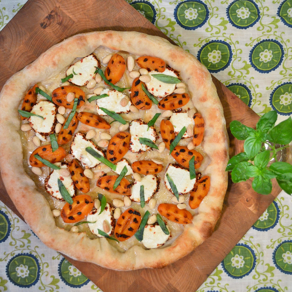Grilled apricot & spicy goat cheese pizza