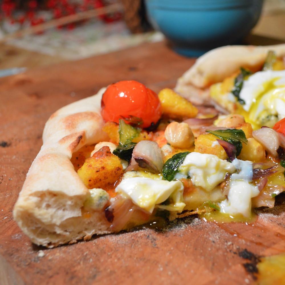 Poached egg, tomato & polenta pizza
