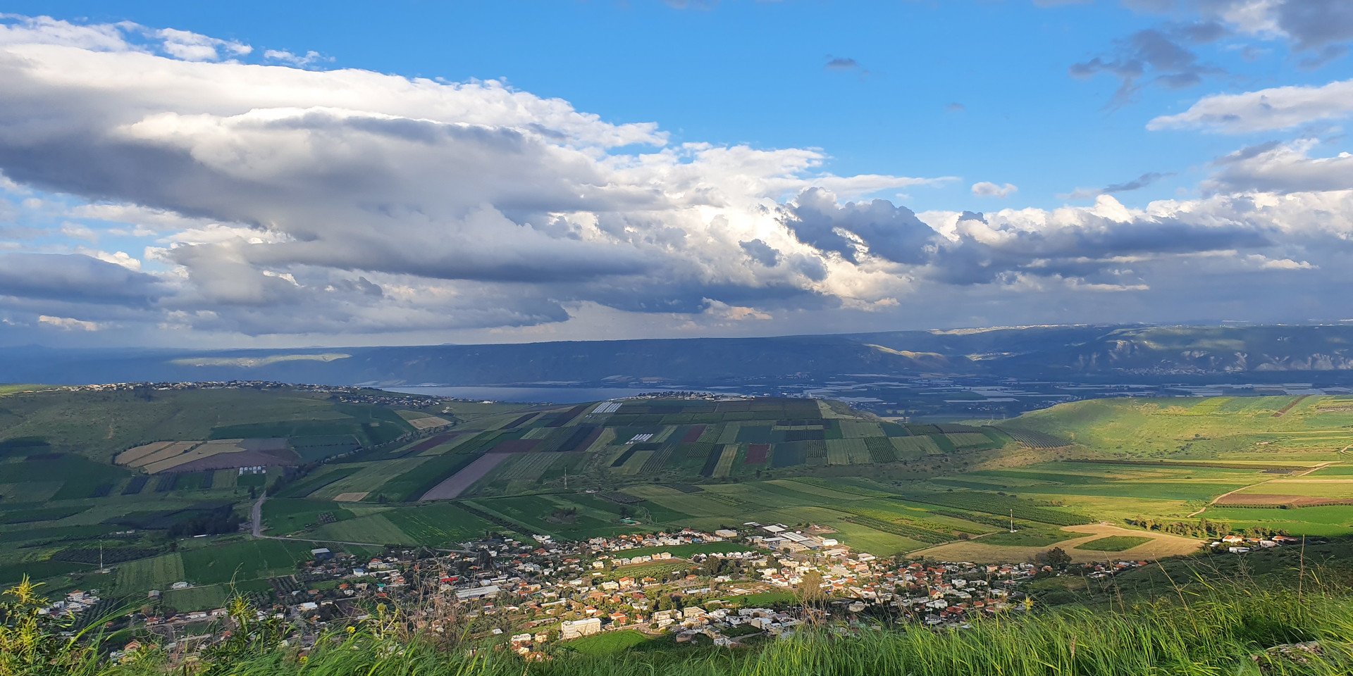 Lookout to Yavne'el and the Kinneret