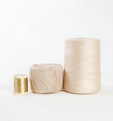 des bobines de fil