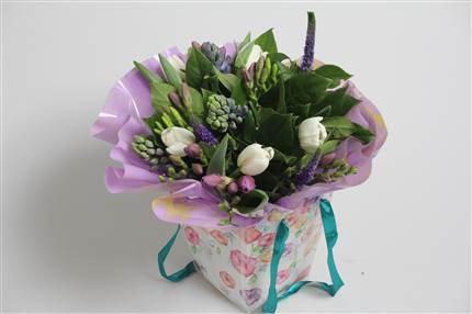 Lilac & White Spring Giftbag