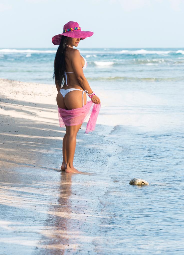 Modelo en el mar