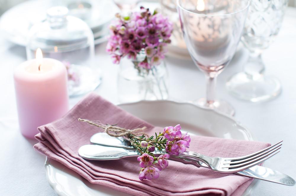 כיצד לסדר ולארגן שולחן לחג בעזרת שיטת הפאנג שואי ושיטת קון מארי