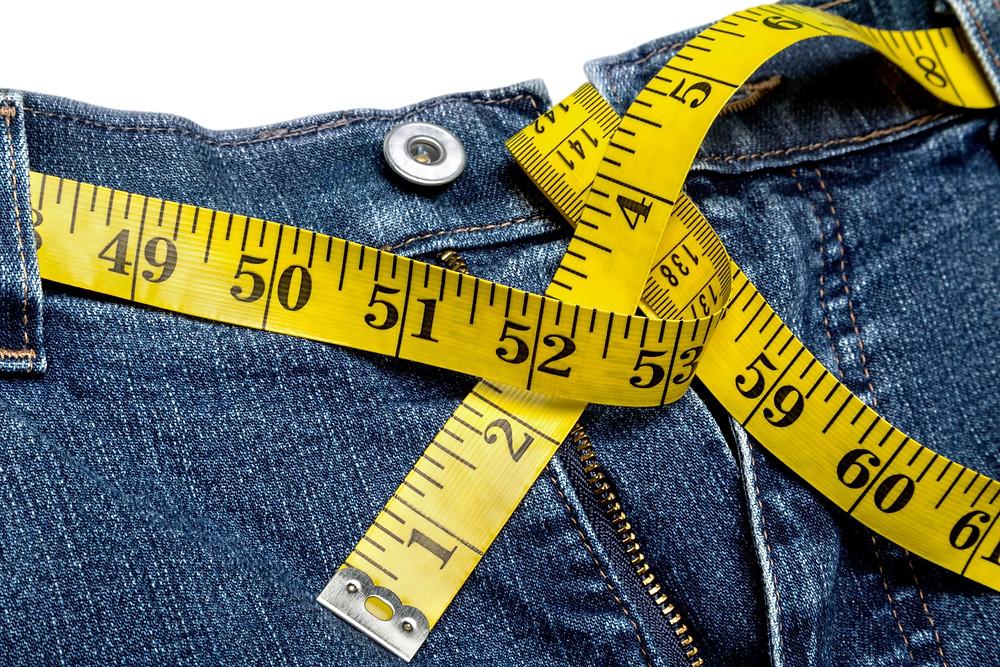 מכנסי ג'ינס עם סרט מדידה