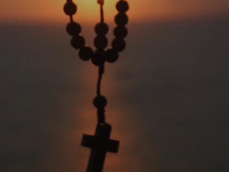 Una cuaresma  acompañados de las manos de María. Experiencia del rosario online