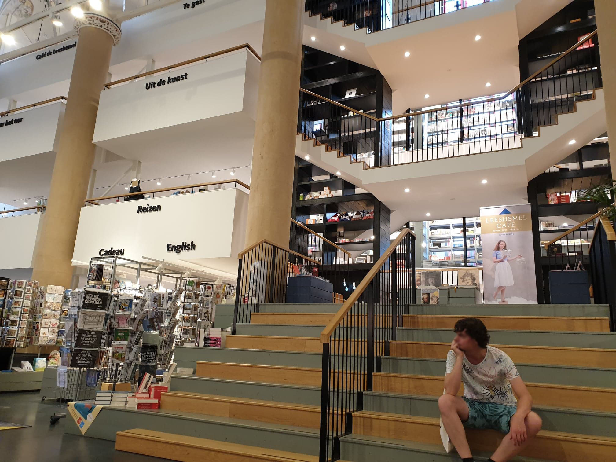 tomokokita-bookshop-2