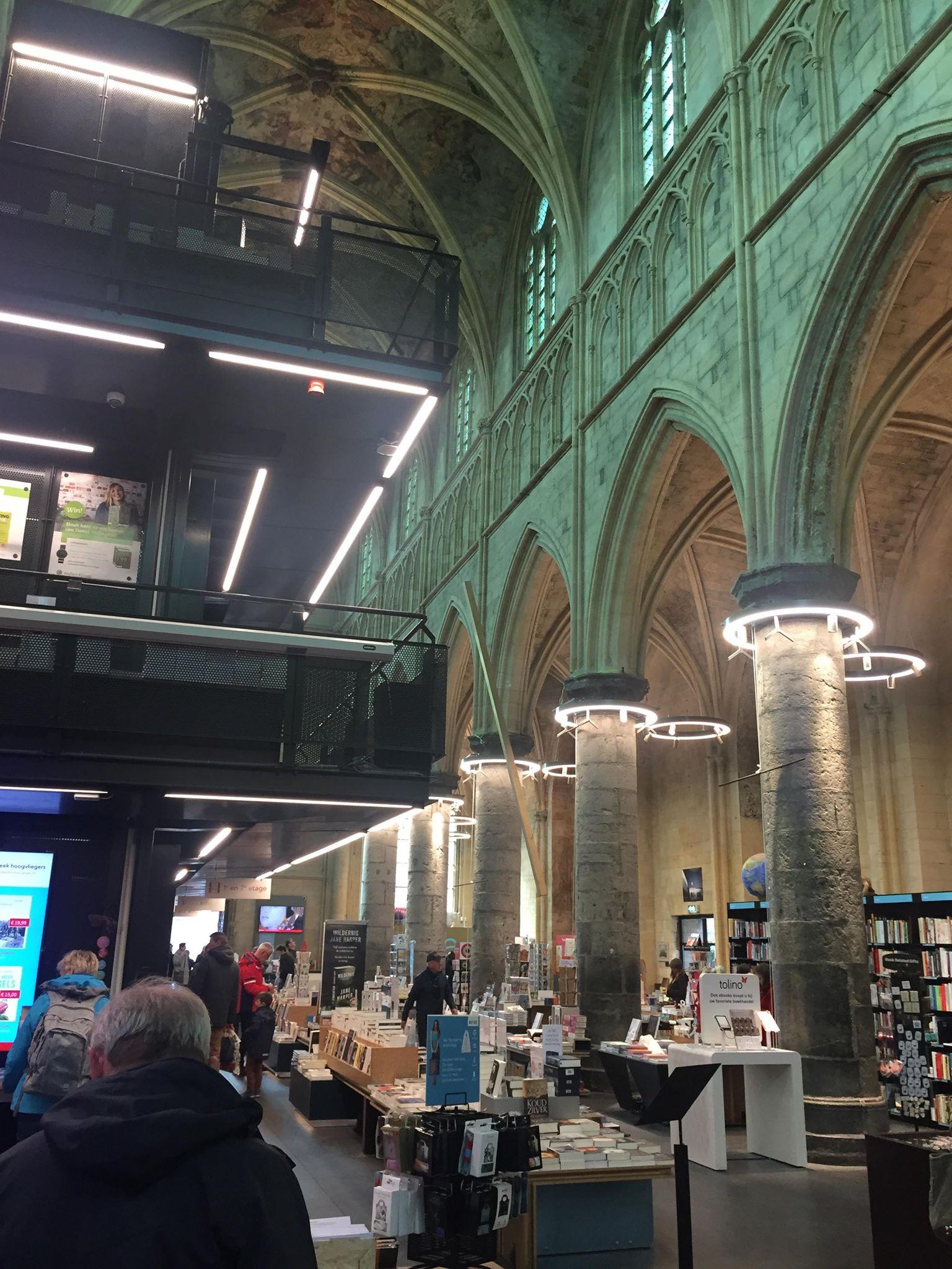 bookshop-church-tomoko