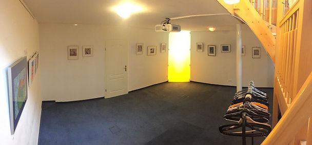Veranstatungsram mit Kunstwerken