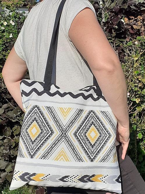 grand sac fourre-tout zippé motif géométrique