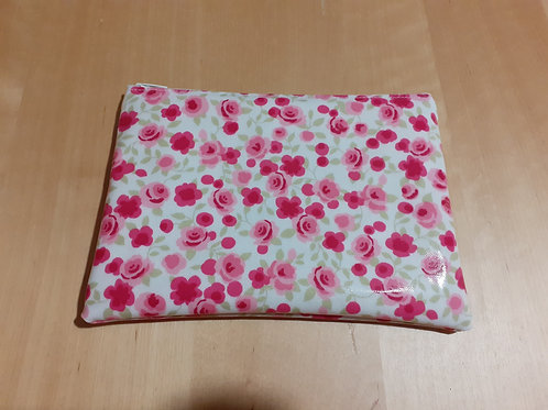 grande pochette zippée en toile enduite avec roses