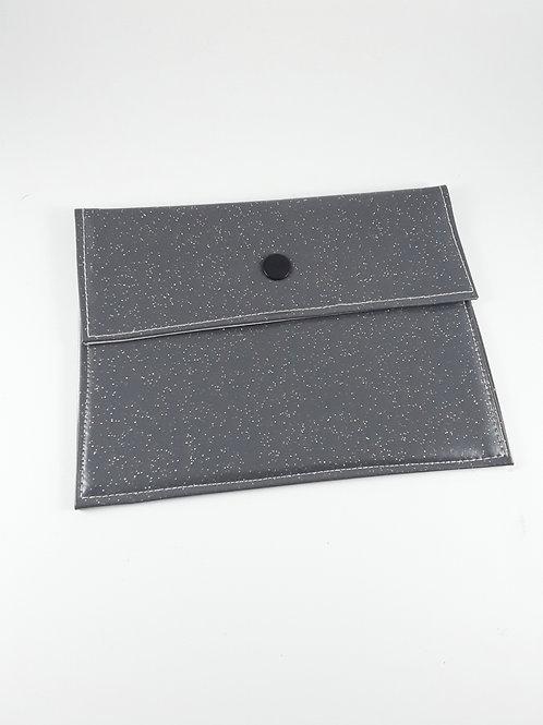 Pochette médium grise pailletée en toile cirée