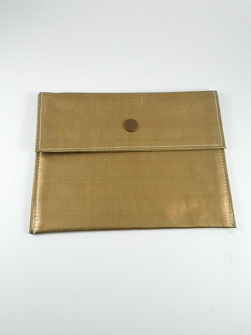 Pochette médium couleur or hachuré en toile cirée