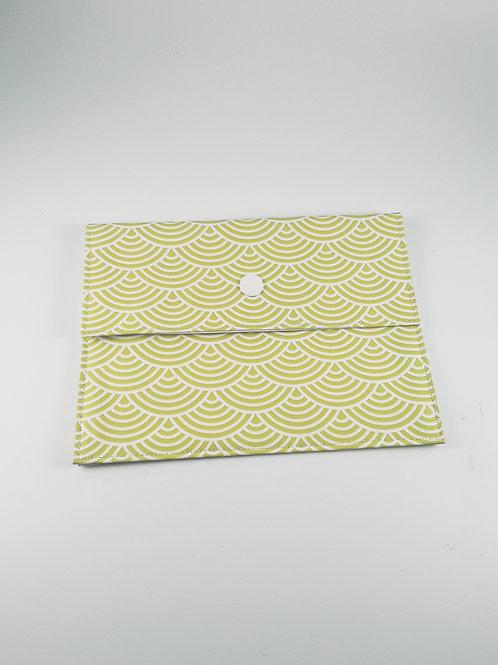 Pochette médium motif japonais vert pommen toile cirée