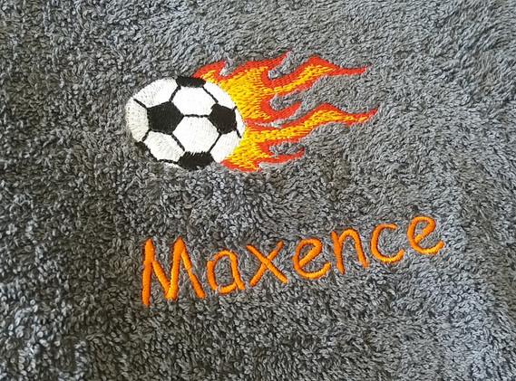 serviette brodée football