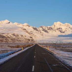 Dirigindo no inverno da Islândia